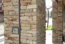 Qpiedra / Colocacion y venta de revestimiento granito de silleria canteria en piedra pais morena ,gris,rosa porriño etc..Ornamentos  cornisas,capiteles,columnas,bases,baquetones,balaustradas,chimeneas,horreos,cruceiros,pináculos ,escudos .Mamposteria de taco de Ribadeo ,Santiago y cuarcita de Lugo  y pizarras,cachote  de granito pais ,rosa porriño,gris  etc(revestimiento y rejuntado de fachadas). Aplacados de chapa ventilada o pegada  de distintos granitos nacionales y grosores.Pavimentos