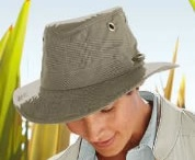 Summer's Heros / Our favorites for staying protected from the rays of the summer sun & keeping bugs at bay.