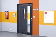 Dörrar för proffs / Eftersom Swedoor är Europas ledande dörrleverantör kan vi leverera en professionell dörrlösning för varje behov. Vi höjer standarden för design av både innerdörrar, ytterdörrar och funktionsdörrar som uppfyller särskilda krav för säkerhet, brandsäkerhet och ljudisolering. Alla våra dörrar är certifierade och konstruerade för att uppfylla alla krav och regler.