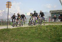 Corsi Downhill / Corsi e noleggio downhill con tutte le protezioni.  Corsi per neofiti - donne - ragazzini - esperti Noleggio bici downhill con accompagnamento e non. Per saperne di più vai su www.centrobikevaldisole.com