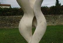 Sculptures / sculptures, pierre, métal et platre
