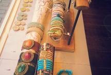 Moederdag / Zondag 12 mei is het weer moederdag. Nog inspiratie nodig voor een cadeau? Bekijk online een deel van de sieraden- en kledingcollectie van Seasons Nijmegen en kom langs om het cadeau te kopen!