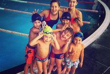 Yüzme / Yüzme sporu; Belirli boyutlarda havuzlarda bedenin kulaç ve ayak hareketlerinden başka bir yardım almadan su içerisinde yüzülerek yapılan spor dalına verilen isimdir. Yüzme sporu yarışları 50, 100, 200, 400 800, 1500 m'lik havuzlarda yapılmaktadır.