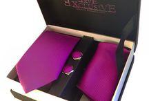 Pack regalo para hombre / ¿Un regalo para un hombre especial? Pues un pack regalo es lo que estás buscando. La corbata que más te gusta con pañuelo y gemelos a juego.