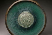 Céramique 2 - Surface / traitement de surface, engobes et émaux, reliefs, stries, tampons, motifs..