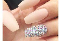 modnie pomalowane paznokcie