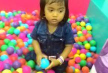 Mandi Bolla Dulu yuu / liburan di Ramayana, Nadia cus langsung mandi bola