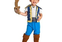 Halloween Costumes for Toddler / Halloween Costumes for Toddler features some great ideas for your toddler's costume. From cute animals and people to the latest popular characters out there. We like to share both handmade toddler costumes, as well as one you can purchase at the store or online.