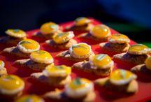 Pièces cocktail LL CONCEPT / #pâtisserie #sucré #salé #canapés #minibagel #panier #fruits #petitsfours #mignardises #verrines