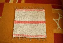 Naše koberečky / Tkaní na kolíkovém stavu