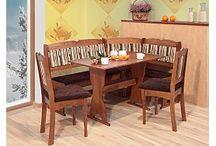 Jídelní rohové lavice / Jídelní rohová lavice výrazným způsobem šetří místo v kuchyni a to díky tomu, že se umisťuje přímo do rohu místnosti. Jídelní sestava většinou obsahuje rohovou lavici, stůl a 2 židle.