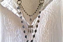 Ожерелье с драгоценным камнем