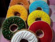 Bantal Donat  / open order bantal donat, bantal selimut dan lampion benang
