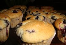 Food - Cupcakes and muffins / by Brittany Hamman