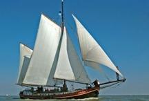 Onze Charterschepen / Onze zeilcharterschepen in actie.  Zeilend op de Waddenzee en het IJsselmeer.