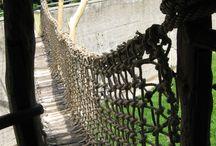 Naše realizace - ochranné sítě pro vysutou lávku - Podkrušnohorský zoopark Chomutov / Ochranné sítě na vysutou lávku nad výběhem opic