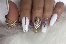 άσπρα νύχια