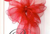 Making bows  / Christmas