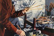 Bernard Buffet / Né le 10 juillet 1928 à Paris et mort le 4 octobre 1999 à Tourtour, est un peintre français expressionniste, composant aussi bien des personnages que des figures, animaux, nus, paysages, intérieurs, natures mortes, fleurs.