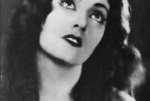 Eve Southern / Eve Southern (October 24, 1898 – November 28, 1972) born Elva L. McDowell, was an American film actress.