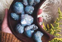 Crystals/gems/geodes