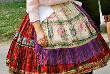 Details of the Hungarian traditional dress / Szoknyák, alsószoknyák, ingek, kendők, csizmák, szalagok ....