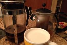 """Kaffee oder Tee / Wir haben bei Twitter gefragt: """"Kaffee oder Tee oder beides? Wie geht's bei Euch morgens los?"""" und hier sind die ersten Antworten - zeigt her Eure Kannen und Tassen."""