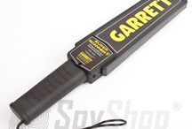 Wykrywacze metali - Garrett / Wykrywacze metali to urządzenia wykorzystujące zjawisko indukcji elektromagnetycznej do wykrywania elementów metalowych. W ofercie znajdują się zarówno małe ręczne wykrywacze jak też urządzenia stacjonarne – bramki detekcyjne, które są często wykorzystywane na lotniskach czy w więzieniach.