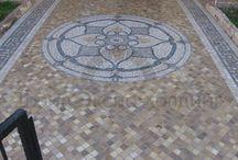 Мозаика / История мозаики восходит ко 2-й половине IV тысячелетия до нашей эры — времени, которым датированы постройки дворцов и храмов шумерских городов Месопотамии. В наше время мозика служит отличным решением для оформления интерьера и экстерьера. Структура облицовки мозаикой бывает 2-х видов: 2D и 3D - оформлений http://mircamnya.ru/catalog/mozaika_trav/