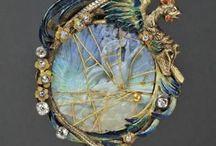 old NECK: (1714 until 1955) / http://www.lj24magazine.com/article/article_000060/1.aspx History of Estate Jewelry 1\\ Georgian Period (1714-1830) 2\\ Victorian period (1835-1901) Romantic Period (1837-1860) Grand Period (1860-1885) Aesthetic Period (1885-1901) 3\\ Art Nouveau Period (1885-1915) 4\\ Edwardian Period (1901-1910) 5\\ Art Deco Period (1920-1940) 6\\ Retro or Art Modern Period (1941-1955) ____Georgian Era or Regency 1714-1830 Before the Industrial Revolution