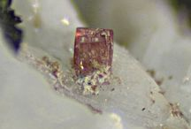Petarasite 09.CJ.40 / SILICATES (Germanates) | Cyclosilicates | Simple anneau à 6 membres [Si6O18]12 (sechser-Einfachringe) ► Na5Zr2Si6O18(Cl,OH)•2(H2O)