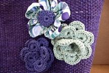 capazos / capazo azul con flores de crochet