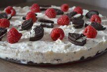 Desserts / Für alle Leckermäulchen: Hier gibt es alles Süßes, ob Eiscreme, Kuchen, Torten oder anderes Gebäck.