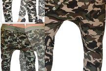 Pantaloni donna sportivi fantasia mimetica bottoni obliqui / Pantalone donna sportivo con fantasia mimetico militare in varie tinte, con chiusura a bottoni disposti in obliquo.