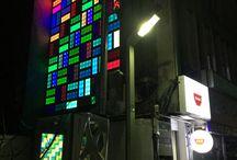 Funpun Folly 광주비엔날레 뻔뻔폴리 / 뻔뻔 폴리는 도시재생선도지역사업 코디네이터인 진시영 작가와 김찬중 건축가와 '빛의 산책'을 주제로 한 작품을 통해 충장로4·5가에 미디어아트와 건축을 연결하였다.