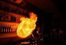 BARMANSKÁ SHOW U VÁS DOMA / Barmani Vám předvedou strhující show, ty nejlepší barmanské triky. Namíchají koktejly a drinky na Vaše přání a skvěle pobaví Vaše hosty.  Více info zde: http://www.impresio.eu/zazitek/barmanska-show-u-vas-doma