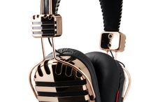 Over ear Headphones / Listen your favorite music without exterior noise.