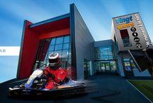 ellip6 Le Mans = Le 24. 6 simulateurs ! / 6 simulateurs 6 axes en réseau Formule 1 – Rallye WRC – GT Restaurant – Bar – Lounge – Accueil séminaires et événements Karting