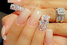 Νύχια με κοσμήματα