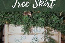 Rustic Christmas Decor / Rustic Christmas Home Decor and DIY.  Wreaths, ornaments, wooden pallet signs and easy crafts.
