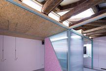 """Didomestic Apartment, Madrid / Kdy pojem """"optimální využití prostoru"""" nabývá divadelního rozměru? Španělské studio Elii si s nevelkým podkrovím pohrálo s heslem """"každý dům je divadlo""""..."""