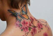 Kirschblumen-Tattoos