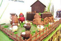Nos créations TOUT CHOCOLAT! / Notre maître chocolatier ainsi que ses chocolatières ne manque pas d'imagination! Venez voir leurs sculptures à la Boutique Antton d'Espelette!