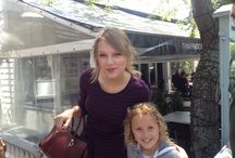 Famous People / Charlotte with Taylor Swift