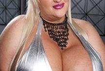 Glorious big and curvy / Women i'd like to hump... ;-)