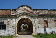 Castelul Banffy / Cel mai renumit monument istoric al localităţi Bonţida este Palatul Banffy, castel care apare, în Lista monumentelor istorice atestate din România, cu opt poziţii.