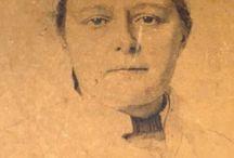 Doctora Vera ignátievna Gedroitz / La doctora Gedroitz fue la primera mujer médico - cirujano del Imperio Ruso. Durante la guerra ruso - japonesa obtuvo un enorme reconocimiento, que la encumbró a ser el mejor cirujano  de la rusia zarista, tal es así, que fue requerida en el Palacio Alejando para formar a la zarina y las grandes duquesas en sus  competencias como enfermeras. En innumerables fotografías tomadas en el hospital imperial está presente la doctora Gedroitz