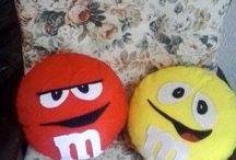 cuscini m&m's / cuscini che ritraggono i personaggi delle famosissime praline al cioccolato