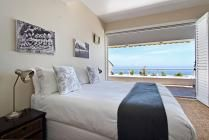 Benoa in Camps Bay / 4 Star! Situated in a secure block high above Camps Bay and boasting uninterrupted views over the Atlantic Ocean, this split-level apartment offers a comfortable seaside getaway for small families and couples.