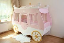 Kinderbett Kutsche geschlossen / Zuckersüßes Bett für kleine Prinzessinen als geschlossene Kutsche zum Träumen uns Spielen.